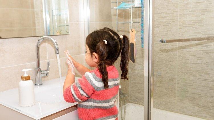 Los niños más grandes mostraron menos vulnerabilidad al coronavirus que los bebés. (Shutterstock)