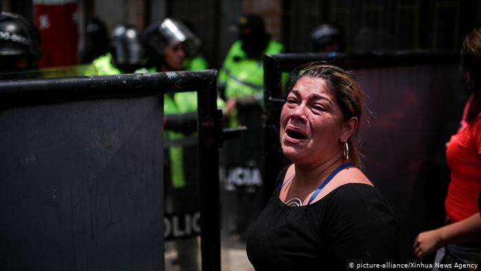 Kolumbien Bogota | Gefängnis, Ausbruchsversuch |Angehörige (picture-alliance/Xinhua News Agency)