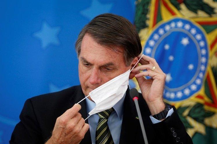 El presidente de Brasil, Jair Bolsonaro, fue muy criticado por minimizar el avance de la pandemia en su país.