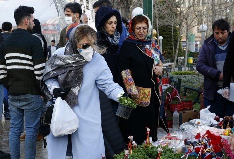 Personas en el Tajrish Bazaar en la capital Teherán (STR / AFP)
