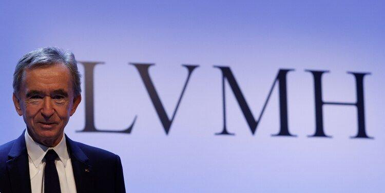 El presidente ejecutivo del grupo de lujo LVMH, Bernard Arnault, anuncia sus resultados de 2019 en París, Francia, el 28 de enero de 2020 (Reuters)