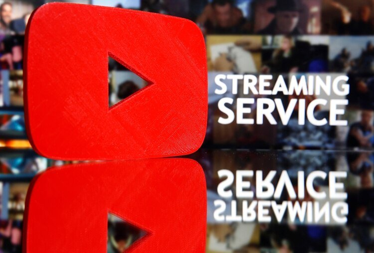 YouTube decidió bajar la resolución predeterminada de los videos en todo el mundo (REUTERS/Dado Ruvic)