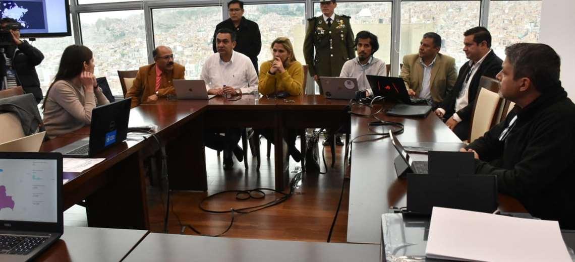 La jefa de Estado con sus colaboradores I Foto: Twitter.