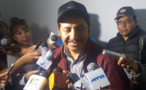 El gobernador de Chuquisaca, Esteban Urquizu, a la salida de su audiencia este domingo 24 de noviembre.