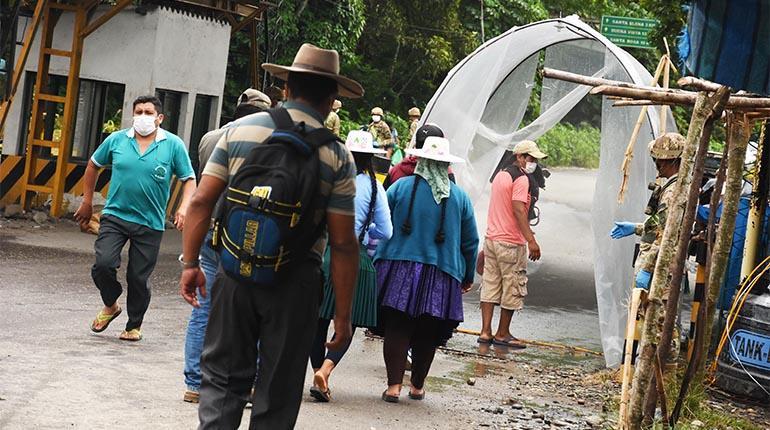 Coronavirus se propaga rápido en el trópico de Cochabamba y recogen cadáver de la calle
