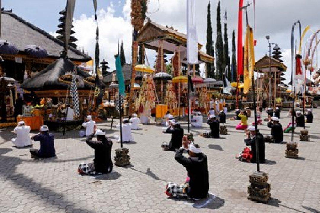 Olfo practica el hinduísmo balinés desde hace casi una década (Foto: REUTERS/Johannes P. Christo)
