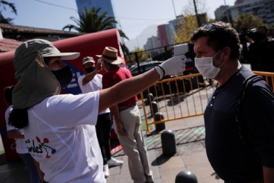 Chile suma 345.790 casos de coronavirus (EFE/Alberto Valdés)