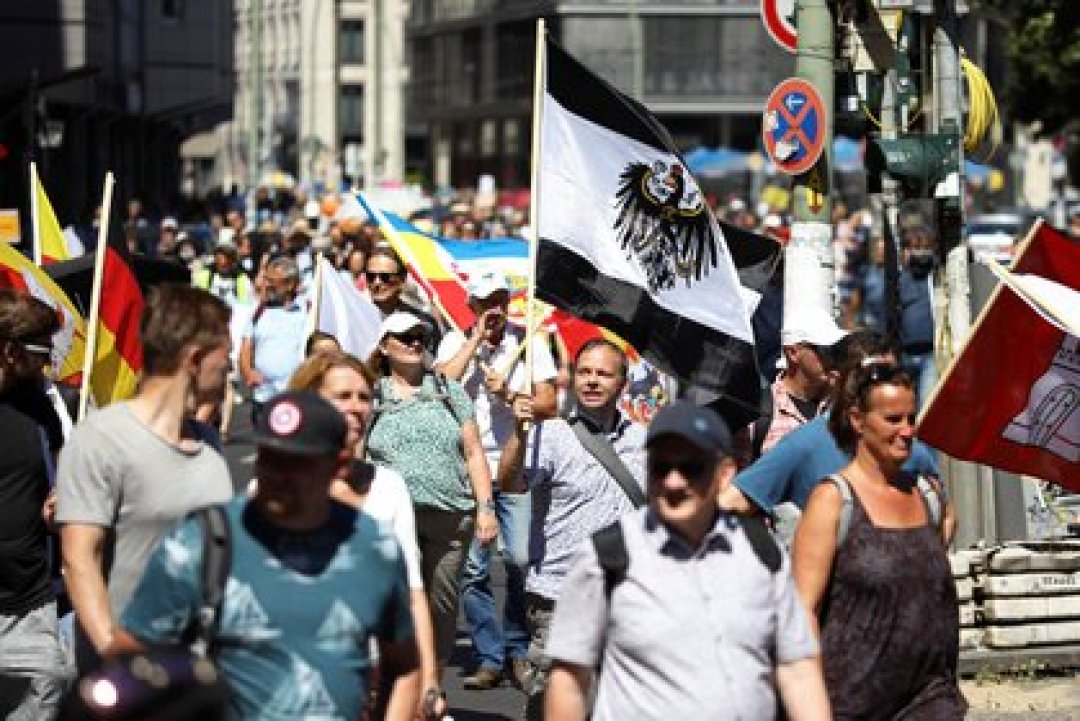 La marcha se inició en las inmediaciones de la emblemática Puerta de Brandeburgo, en dirección a la Columna de la Victoria (REUTERS/Christian Mang)