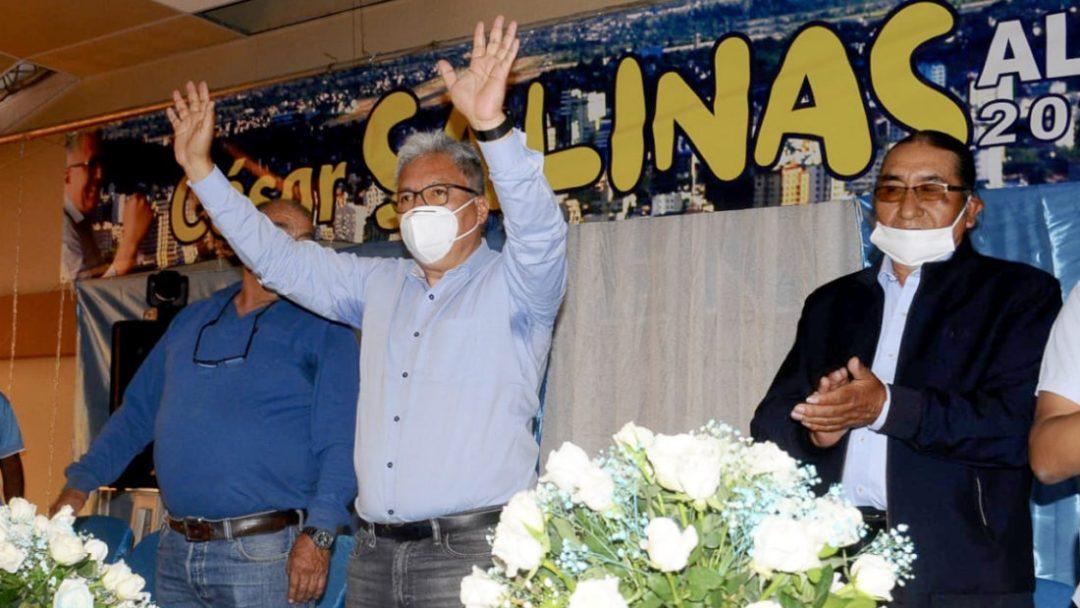 César Salinas junto a Eliseo Rodríguez durnate su presentación como candidato a la alcaldía de Cochabamba. Foto: Noé Portugal | Diario OPINIÓN