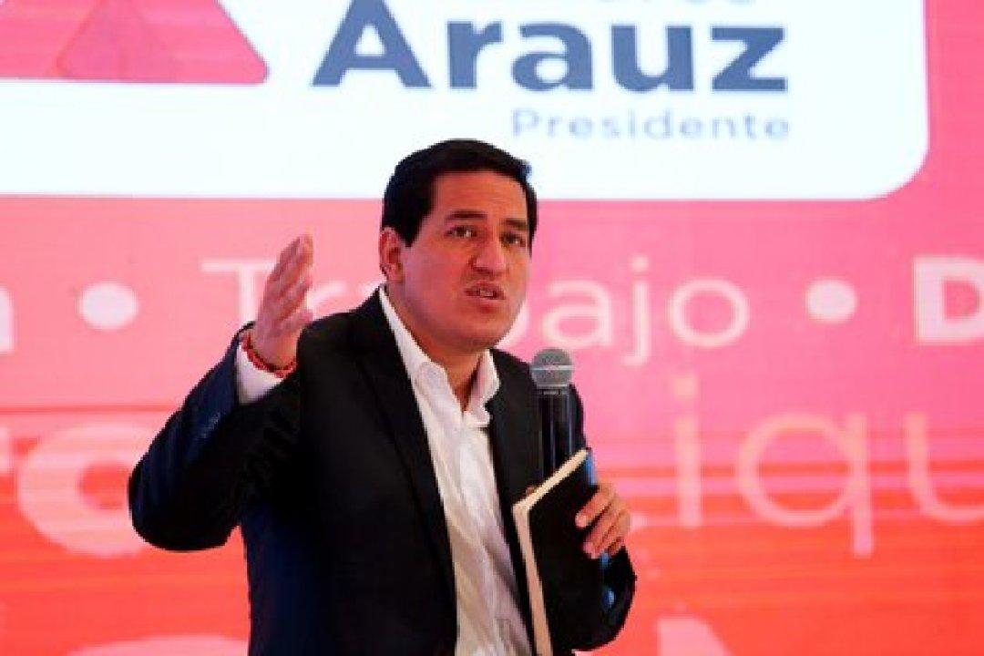 El la imagen un registro del candidato del correísmo a la Presidencia de Ecuador, Andrés Arauz, durante un evento de campaña, en Quito (Ecuador). EFE/José Jácome