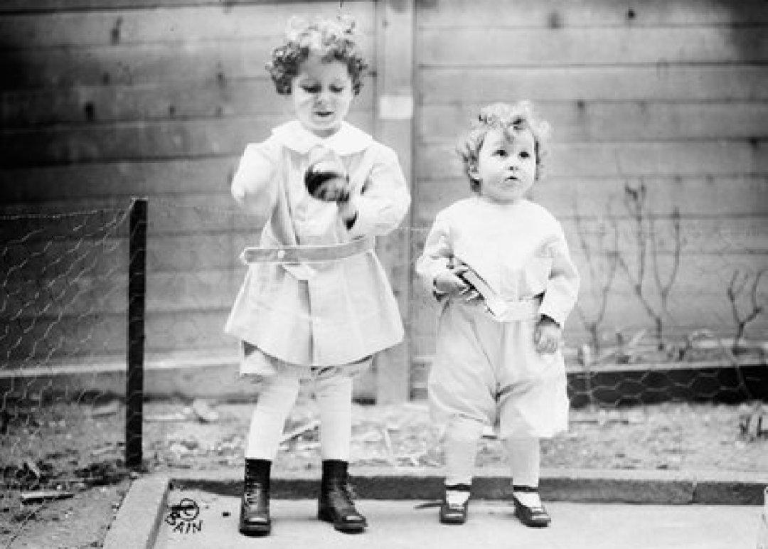 Michael y Edmond tenían 4 y 2 años cuando viajaron con su padre. El hombre murió en el desastre y ellos fueron rescatados. Shipwreck Shutterstock