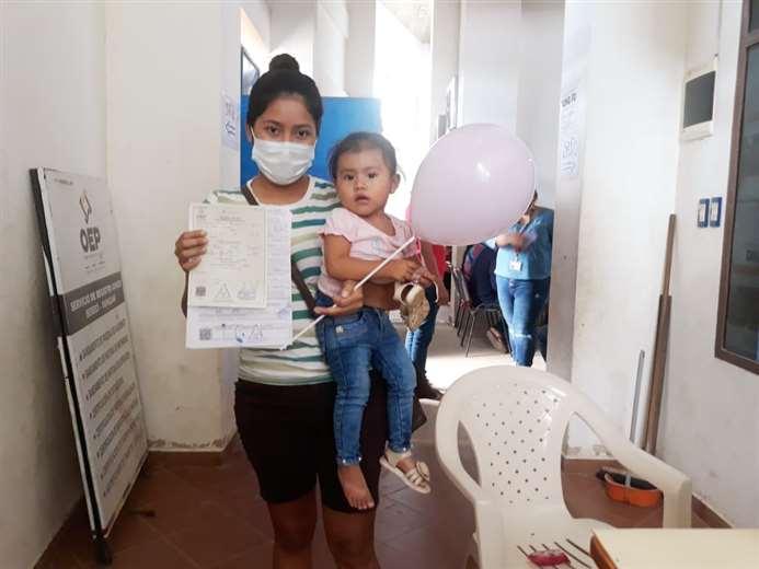 58 niños recibieron certificado de nacimiento gratuito en Yapacaní. Foto: S. Prado