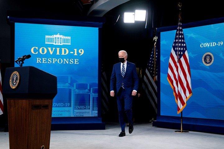 El presidente de EE.UU., Joe Biden, había anunciado que el 19 de abril era la fecha límite para que los Estados empiecen a administrar la vacuna a todos. Foto: EFE