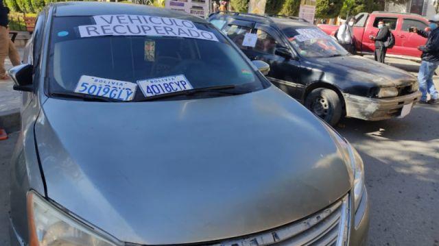 Policía recupera cuatro vehículos robados en Potosí y La Paz