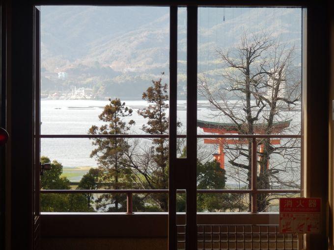 岩惣から見える厳島神社の鳥居