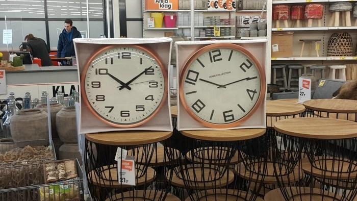 Kiezen uit twee klokken