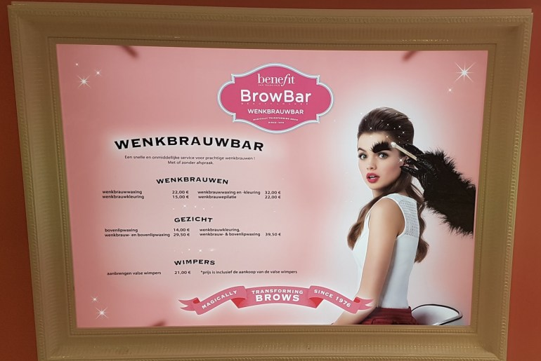 Brow Wax bij Benefit Brow Bar