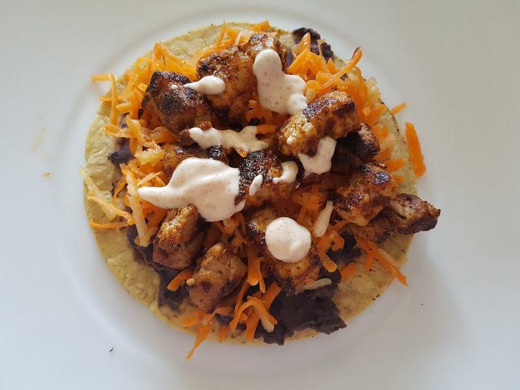 Pork Belly taco's gevuld met appel-koolslaw en bonendip