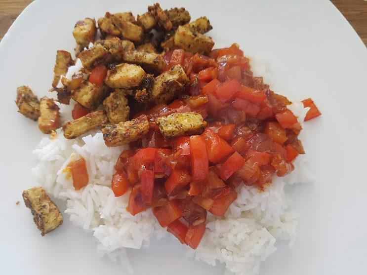Crispy Koreaanse BBQ-tofu met een gochujang groenteroerbak