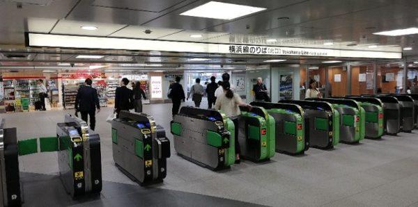 新横浜駅のJR横浜線の北改札