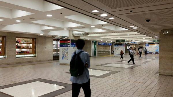 横浜駅東口のそごうビル内バス乗り場への入り口