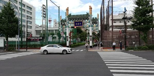 石川町駅前(中華街西門前)