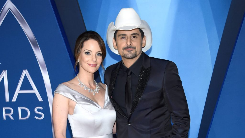 country-star-brad-paisley-and-wife-pledge-1-million-meals-to-help-fight-hunger