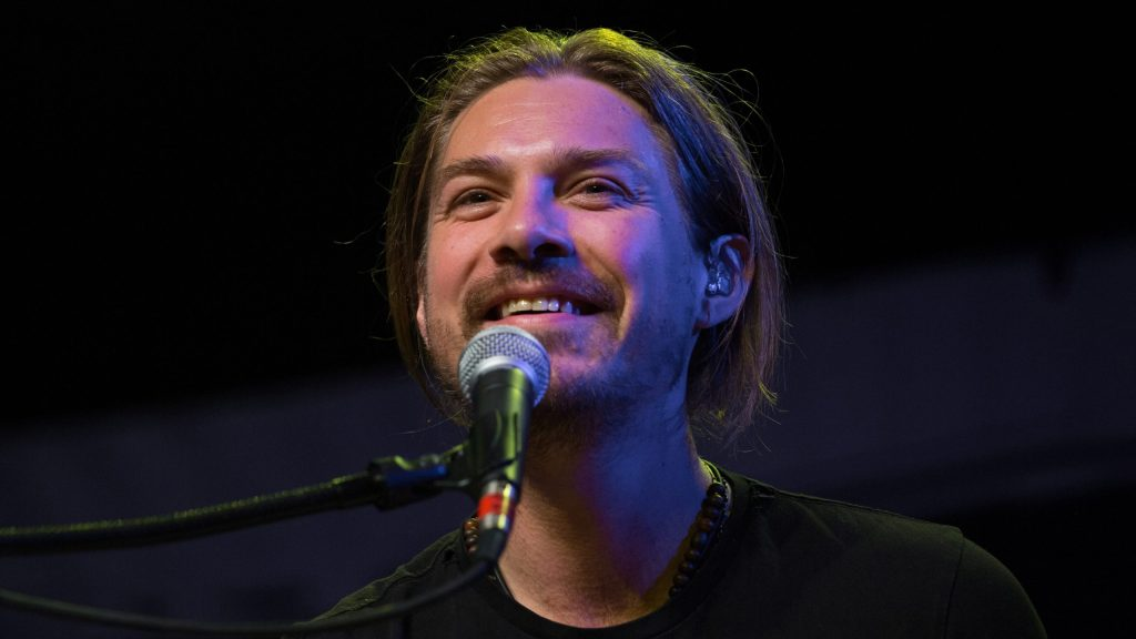 taylor-hanson-announces-he's-expecting-baby-no.-7-with-wife-natalie