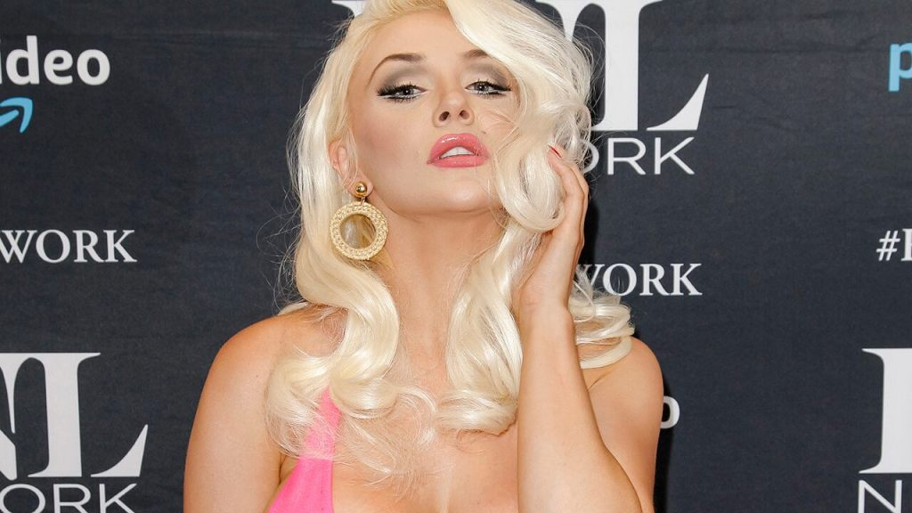 Courtney Stodden urges fans to vote while wearing tiny bikini, Trump mask