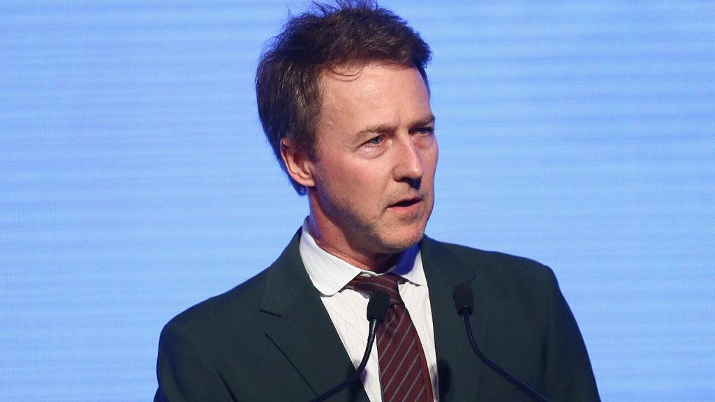 Edward Norton calls Trump a 'whiny' 'b----' in Twitter rant: 'Call his bluff'
