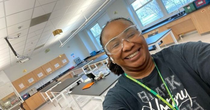 This Chicago science teacher tackled chemistry and racism in her virtual lab