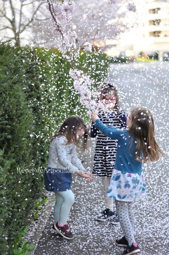 Pluie de fleurs - c'est le printemps - A travers leurs yeux d'enfants