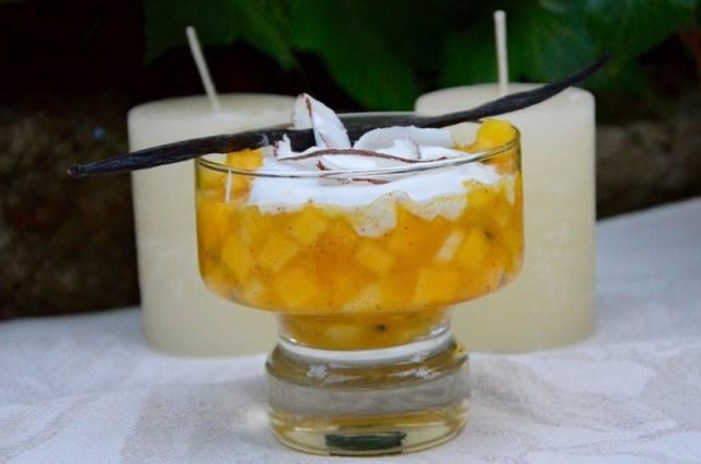 Nage de fruits exotiques et chantilly coco