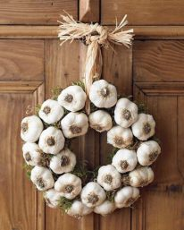 garlic-wreath-on-the-door