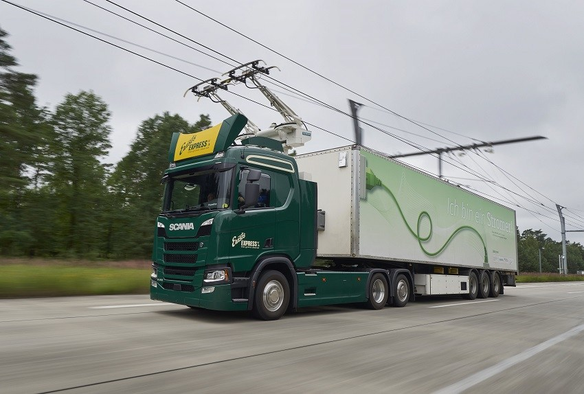 Scania R 450 6x2 Highline with pantograph, electrically powered truck. Gross Dölln, Germany Photo: Dan Boman 2017