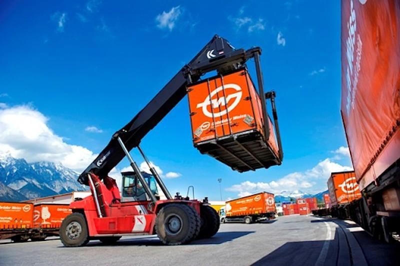 Orange-Combi-Cargo