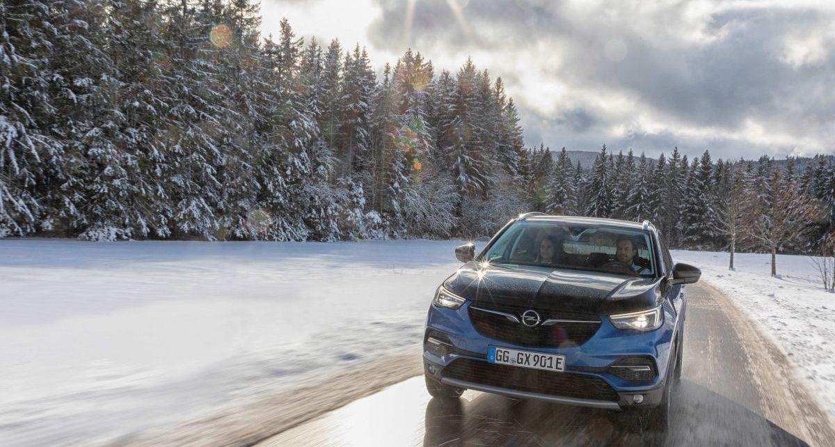 Opel_Grandland_X-PHEV-snih-a-hory- (3)