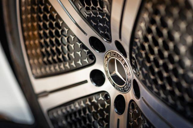 2021-Mercedes-Benz_EQS-5