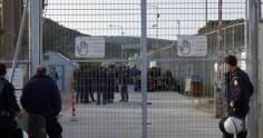 Σοκάρουν οι καταγγελίες των αστυνομικών για τη Μόρια: «Ναρκωτικά και μετανάστες με μαχαίρια»
