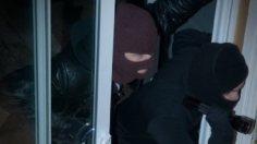 Τρόμος στο Βέλο Κορινθίας: Κουκουλοφόροι εισέβαλαν σε σπίτι ηλικιωμένων