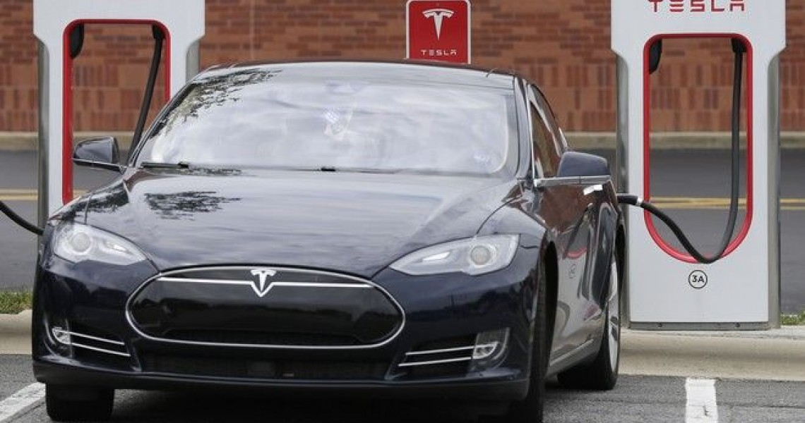 Η Tesla επενδύει στην Ελλάδα «ποντάροντας» στο ταλέντο εξειδικευμένων επιστημόνων