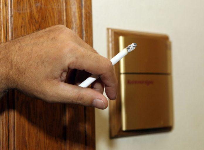 Απαγόρευση καπνίσματος: Οι ποινές σε δημοσίους υπαλλήλους