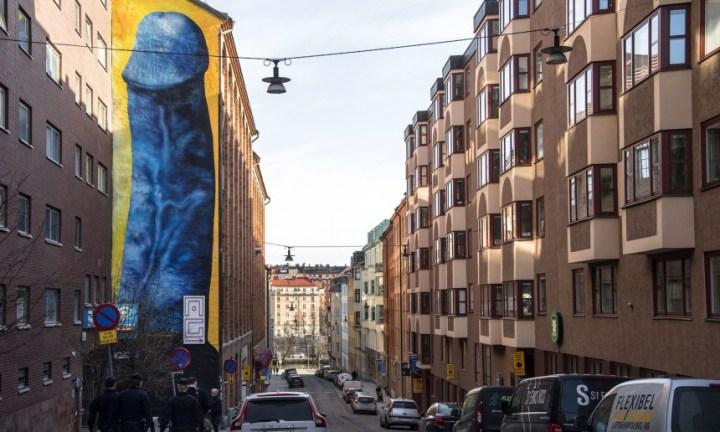 Ένα γιγάντιο μπλε πέος σοκάρει τους κατοίκους της Στοκχόλμης