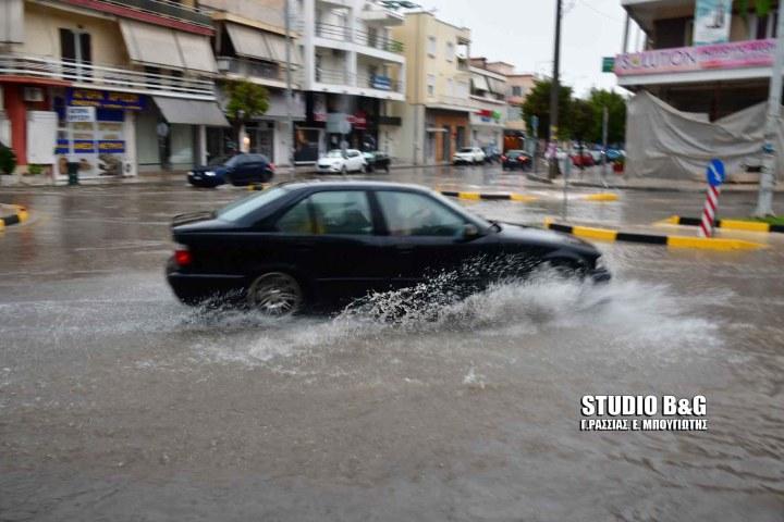 Βούλιαξε από την ξαφνική καταιγίδα το Ναύπλιο