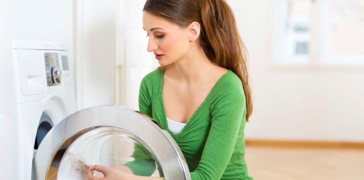 Δείτε τι θα γίνει αν βάλετε μια ασπιρίνη στο πλυντήριο ρούχων