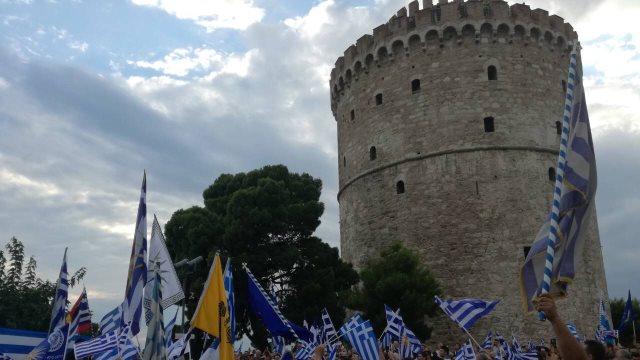Με συνθήματα και κρεμάλες το συλλαλητήριο για τη Μακεδονία