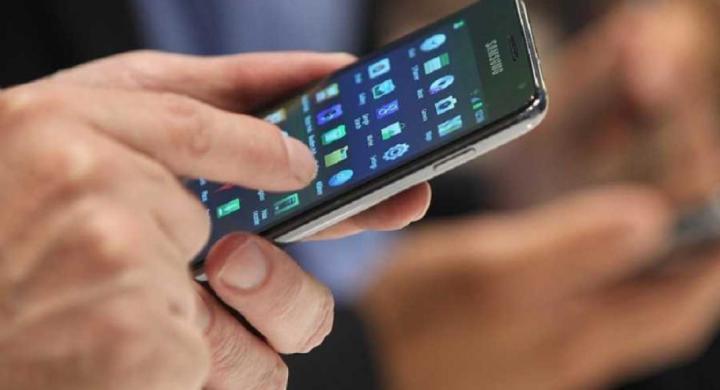 Τέλος τα κινητά τηλέφωνα για τους μαθητές μέσα στα σχολεία