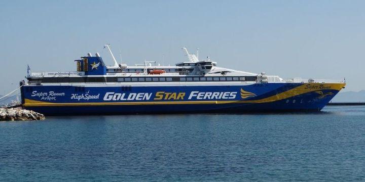 Επιβάτης πλοίου έπεσε στη θάλασσα μαζί με τον σκύλο του στην Τήνο