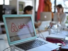 Airbnb: Ποιοι απειλούνται με πρόστιμο 5.000 ευρώ -Οδηγίες προς ιδιοκτήτες
