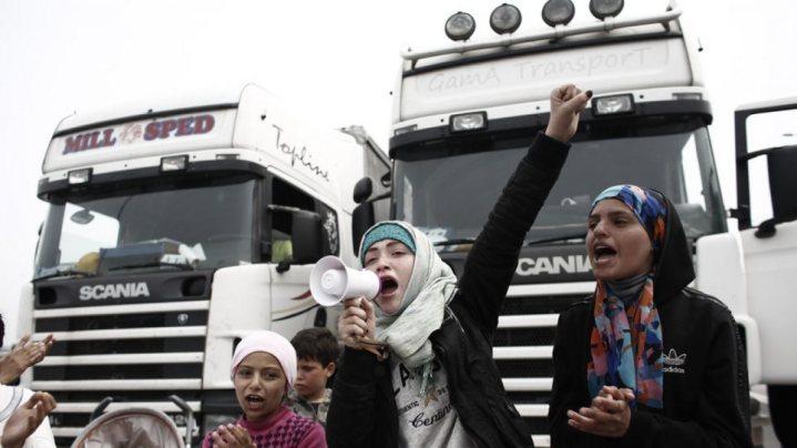 Μετανάστες στην Αθηνών-Λαμίας επιτίθενται σε οδηγούς – Έκαναν κατάληψη στο οδόστρωμα